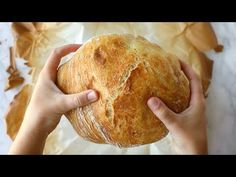 Miracle No Knead Bread! SO UNBELIEVABLY GOOD and ridiculously easy to make. crusty outside, soft and chewy inside - perfect for dunking in soups! Artisan Bread Recipes, Easy Bread Recipes, Real Food Recipes, Cooking Recipes, Yummy Food, Knead Bread Recipe, Best Bread Recipe, No Knead Bread, Bagels