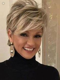 Love this short hair cut – Aimer cette coupe de cheveux courts – Short Hairstyles For Thick Hair, Haircut For Thick Hair, Short Hair With Layers, Short Haircuts, Short Hair Over 50, Hairstyles 2018, Hair Cuts For Over 50, Fashion Hairstyles, Short Hair Cuts For Women Thin
