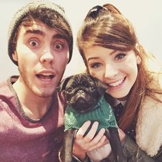 Zoe Sugg and Alfie Deyes with the little pug Nala British Youtubers, Best Youtubers, Pointless Blog, Zoe Sugg, Tyler Oakley, Youtube Stars, Pug Love, Dan And Phil, Cute Couples