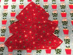 Padded fabric Christmas trees make a great table centrepiece or gift and they are easy to make. Find out how to make them and get my FREE TEMPLATE here! Christmas Decorations Sewing, Easy Christmas Ornaments, Fabric Christmas Trees, Christmas Sewing Projects, Christmas Crochet Patterns, Crochet Snowflakes, Easy Sewing Projects, Christmas Angels, Simple Christmas