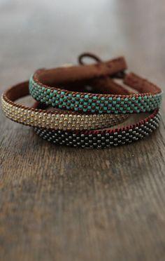 cómo hacer pulseras de perlas en diferentes colores, pulseras de hilo Estilo Tribal, Green Lake Jewelry, Boho Jewelry, Boho Chic, Leather, Gold, Blue, Wrap Bracelets, Accessories