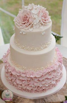 Roses, Pearls and Ruffles wedding cake Roses, Pearls and Ruffles wedding cake. – Roses, Pearls and Ruffles wedding cake Roses, Pearls and Ruffles wedding cake. Wedding Cake Roses, Wedding Cake Pearls, Beautiful Wedding Cakes, Beautiful Cakes, Pink Wedding Cakes, Wedding Cake Vintage, Wedding Cupcakes, Buttercream Wedding Cake, Amazing Cakes