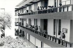 El edificio principal (década 80). Esos pasillos tienen mucha rumorología...