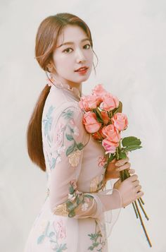 Park Shin HyeYou can find Korean actresses and more on our website. Korean Actresses, Korean Actors, Actors & Actresses, Hollywood Actresses, Park Shin Hye, Lee Min Ho Kiss, Korean Beauty, Asian Beauty, Divas