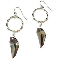 """Ein eleganter und rockiger Ohrschmuck aus dem Hause Xamanda sind diese Ohrhänger """"Bharani""""."""