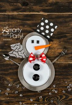 Snowman table setting from Smarty Had A Party using disposable plates and napkins!