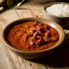 Revolcado is a delicious Guatemalan stew that is prepared with pig's head and offal, that are simmered in a spicy tomato sauce. Tripe Recipes, Tapas, Guatemalan Recipes, Potato Fritters, Spicy Tomato Sauce, Seafood Soup, Green Banana, Chana Masala, Stew