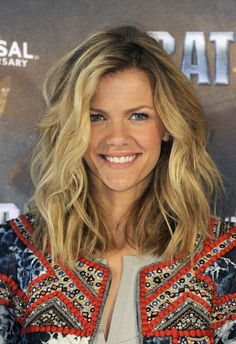 Brooklyn Decker: Use a large styling wand to create a big wave like Brooklyn's. We love the beachy feel of her chunky highlights and surprisingly blunt ends.