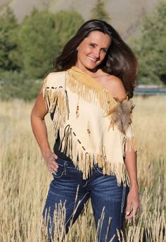 Smoke Deer Skin Mini Poncho Chocolate deer skin accents Hand cut fringe Fox fur Sterling silver concho Beads hanging from fringe Native American Clothing, Native American Women, Native American Fashion, American Indians, Cowgirl Party Favors, Skins Mini, Turquoise Clothes, Native Wears, Cut Up Shirts