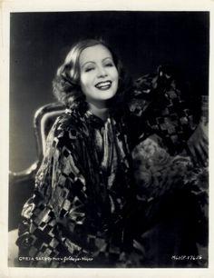 Greta Garbo. A smile so bright.