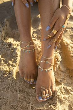 23 Cool Anklet & Toe Ring Combinations For Inspiration – Love Your Ankle Ankle Jewelry, Body Chain Jewelry, Ankle Bracelets, Cute Jewelry, Foot Bracelet, Prom Jewelry, Jewellery, Foot Pics, Foot Pictures