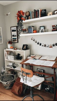 cute teenage bedroom ideas that will blow your mind # cute … DIY rustic letters with flowers: a wooden sign with flowers that says DESIGN! It i … # letters 1001 ides remark amnager la chambre ado – cute teen bedroom ideas that … Bedroom Storage Ideas For Clothes, Bedroom Storage For Small Rooms, Bedroom Small, Small Bathroom, Cute Teen Bedrooms, Trendy Bedroom, Modern Bedroom, Contemporary Bedroom, Bedroom Classic