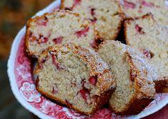 quick strawberry banana bread with cream cheese or vanilla pudding mix. Strawberry Icebox Cake, Strawberry Banana Bread, Strawberry Recipes, Just Desserts, Delicious Desserts, Dessert Recipes, Brunch Recipes, Yummy Treats, Easy Recipes