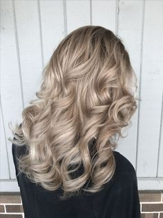Champagne Hair Color Pictures Champagne Hair Color Pictures 117006 Champagne Beige Blonde Balayage Balayage In 2018 Short Hair Blond, Sandy Blonde Hair, Cool Blonde Hair, Dyed Blonde Hair, Blonde Hair With Highlights, Medium Ash Blonde Hair, Winter Blonde Hair, Ombre Highlights, Winter Hair