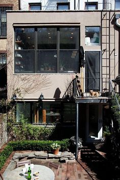 The Selby + Simple Creative Home -- obsessed w/ this modern look! Brooklyn Brownstone, Brooklyn Nyc, Outdoor Spaces, Outdoor Living, Outdoor Decor, Exterior Design, Interior And Exterior, Modern Interior, City Living