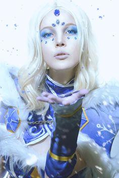 Rylai the Crystal Maiden Cosplay by AkinaGasai Dota 2 Cosplay, Online Battle, Amazing Cosplay, Manga, Medieval, Princess Zelda, Fantasy, Crystals, Gallery