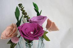 Felt flowers: center peace.   Viltbloemist Felt Flowers, Paper Flowers, Wedding Day, Peace, Rose, Plants, Diy, Inspiration, Felted Flowers