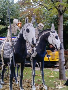 Horse picture with a Halloween Theme Equine Horses Pferdebild mit einem Halloween-Thema Pferde Pferde Horse Halloween Costumes, Animal Costumes, Theme Halloween, Halloween Skeletons, Horse Pictures, Animal Pictures, Beautiful Horses, Animals Beautiful, Horse Care