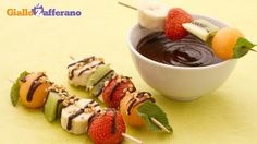 Spiedini Di Frutta Con Salsa Di Cioccolato Granella Di Nocciole #fooddecoration, #food, #cooking, https://facebook.com/apps/application.php?id=106186096099420