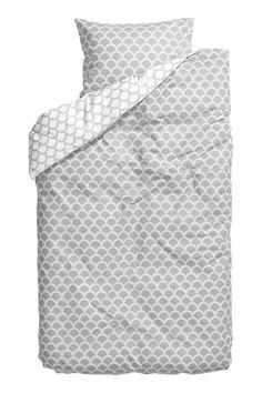 Parure de couette: Parure de couette en fil de coton fin avec motif imprimé. Housse fermée par boutons-pression métalliques dissimulés à la base. Une taie d'oreiller. Fil 30. Densité 57 fils/cm².
