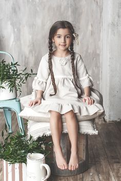 Sofia like a doll Cute Little Girl Dresses, Cute Little Girls, Young Fashion, Kids Fashion, Growing Up Girl, Cute Poses, Photography Editing, Young Models, Beautiful Children