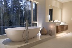 Freestanding bath in nordic style - simple with a warm touch