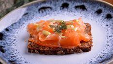 Salmón marinado con salsa de mostaza (Grav lax hovmästarsås) - Nina Olsson - Receta - Canal Cocina