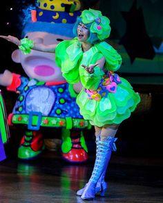 幸せ しあわせ  この日素敵すぎました しあわせの日はのびのびしているみたいでとっても見ていて楽しい  先週の雪の日 以降インフルエンザにかかってしまってやっと社会復帰w  長かった  #ピューロランド #ピューロフェアリーズ #しあわせの精  #廣瀬愛 さん Candy Costumes, Disney Costumes, Puppets, Harajuku, Ideas, Style, Woman Costumes, Carnival, Dressing Rooms