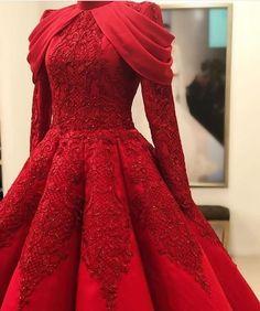 Red Kleid Mode - Beauty is Art Elegant Dresses, Pretty Dresses, Beautiful Dresses, Vestidos Fashion, Fashion Dresses, Mode Hijab, Indian Designer Wear, Homecoming Dresses, Bridal Dresses