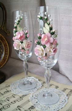 2019 Wedding Champagne Glasses Table Decor Ideas Sumcoco is part of Wedding champagne glasses - The best ideas toasting flutes for bride and groom in a different style which impress you Look this wedding glasses decor ideas and happy planning! Bride And Groom Glasses, Wedding Wine Glasses, Wedding Champagne Flutes, Champagne Glasses, Wedding Crafts, Diy Wedding, Wedding Decorations, Elegant Wedding, Rustic Wedding