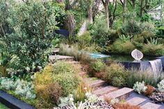 Landscapes - Chelsea Flower Show, England, Pure Tourism New Zealand Garden. Hillside Garden, Sloped Garden, Garden Oasis, Lee Garden, Garden Ideas Nz, Garden Inspiration, Tropical Garden Design, Garden Landscape Design, Landscaping Plants