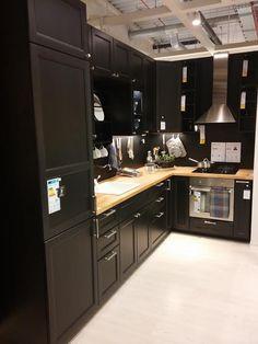 Décoration intérieure / Maison cuisine kitchen / Couleur coloré / noir ébène charbon / meubles / classique moderne contemporain / idée inspiration