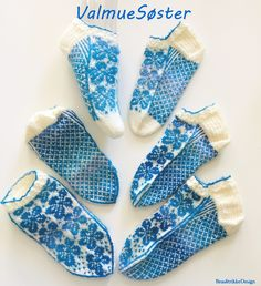 Garnstudio Drops, Mitten Gloves, Christmas Stockings, Socks, Knitting, Holiday Decor, Mini, Hand Crafts, Needlepoint Christmas Stockings