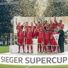 """3,909 kedvelés, 44 hozzászólás – Bundesliga (@bundesliga_en) Instagram-hozzászólása: """"put your hands up in the air, put your hands up...in the air  #supercup #bayernmunich #miasanmia…"""""""