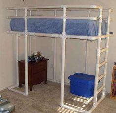 Qualquer cama pode ser um beliche quando você tem tubos de PVC.