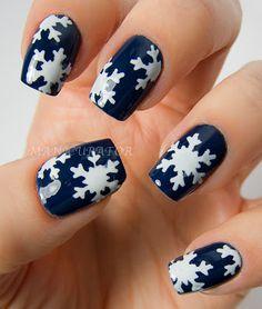"""Snowflakes"" Christmas Nails"
