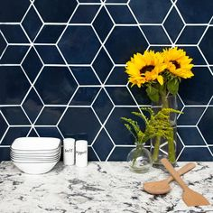 Create a one-of-a-kind pattern with our Blue Opal Hexagon and Diamond Star Pattern tile from Mercury Mosaics. Add style to your living space with these tiles! Hexagon Backsplash, Blue Backsplash, Backsplash Design, Backsplash Ideas, Vintage Modern, Star Patterns, Tile Patterns, Tatting Patterns, Hexagone Tile