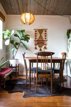 bohemian dining room // wood panel ceiling // wood dining set // cowhide rug // Get the Look: Authentic Mid-Century Bohemian Style Dining Room Design, Dining Room Table, Dining Chairs, Dining Area, Home Design, Interior Design, Design Ideas, Mid Century Modern Dining Room, Diy Décoration