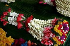 thai flower market | Phuang Malai - Thai Flower Garlands