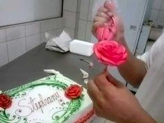 Fábio G Carvalho ensina como fazer uma rosa de chantilly. Návody Na Zdobenie  TortCukrové ... 9959ef5a64e