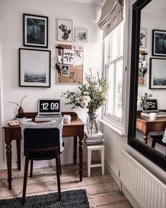17 Amazing Minimalist Home Office Design - Arbeitszimmer Home Office Design, Home Office Decor, Office Designs, Cottage Office, Vintage Office Decor, Cozy Cottage, Clear Desk, Wooden Desk, Interior Styling