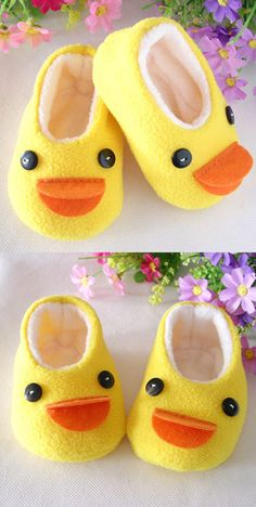 Handmade yellow duck baby shoes - no tutorial but with one of my free Mary Janes Pattern easy to do