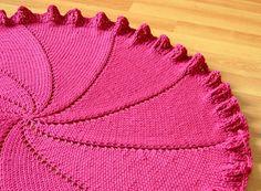 Ravelry: Round or Pinwheel Baby Blanket pattern by Genia Planck/ FREE Pattern Knitted Afghans, Knitted Baby Blankets, Baby Afghans, Baby Knitting, Crochet Baby, Easy Knit Baby Blanket, Baby Shawl, Knitting Patterns, Crochet Patterns