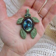 « This lil guy can be a necklace or a keychain :) #Labradorite #macrame #turtle…