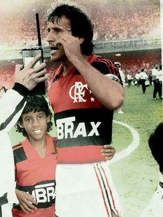 """Léo Moura relembra foto antiga com Zico: """"Vou continuar sendo mascote"""" #globoesporte"""