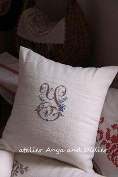point de croix/cross stitch/monogram