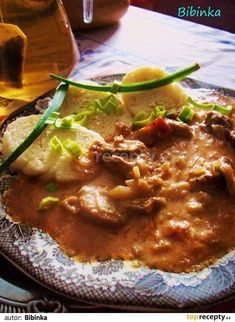 Španělské vepřové maso v chutné smetanové omáčce No Salt Recipes, Pork Recipes, Snack Recipes, Cooking Recipes, Recipies, Czech Recipes, Ethnic Recipes, Curry, Good Food