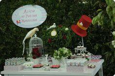 Festa Pronta – Alice no País das Maravilhas - Tuty - Arte & Mimos www.tuty.com.br Que tal usar esta inspiração para a próxima festa? Entre em contato com a gente! www.tuty.com.br #festa #cute #happy #fun #personalizada #pronta #party #tuty #bday #pink #owl #flower #alice #wonderland