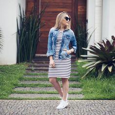 Um look daqueles que dá vontade de usar todo dia! Listras e tênis com uma jaquetinha @damyller porque dezembro tá meio maluco por aqui ☺️ #ootd #fashion #style #meujeansdamyller