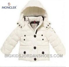 Here is Mocler Jacket sale which contains Cheap Moncler women jackets. moncler womens long down coat All of the products we sell come with a guarantee. Vest Coat, Vest Jacket, Moncler Jacket Women, Herve Leger Dress, Kids Coats, White Fashion, Teen Fashion, Fashion Bags, Fashion Trends